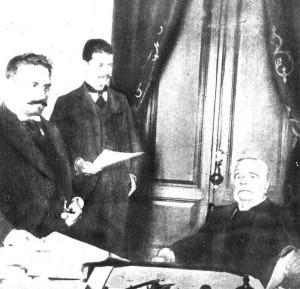 Don Bernardo con sus asesores, entre ellos Manuel Iriondo. http://www.acciontv.com.ar/historia/iri/